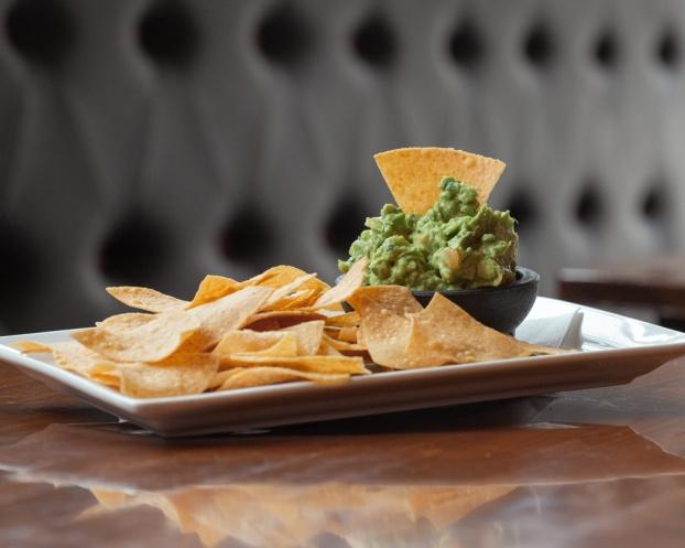 AztecaRestaurant_GuacamoleAndChips_2880x2304-2