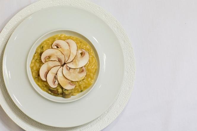 Mushroom Risotto White Dip Plate Foam Plate